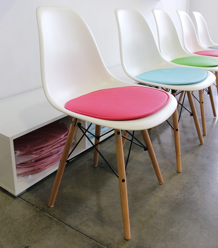 Sillas de dise o eames for Sillas comedor nordicas